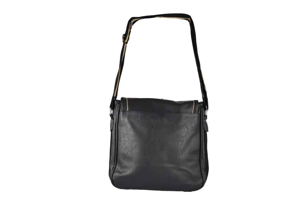 Черна мъжка чанта от кожа с регулируема дръжка, подходяща за носене през рамо