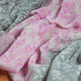 дамски шал в розово