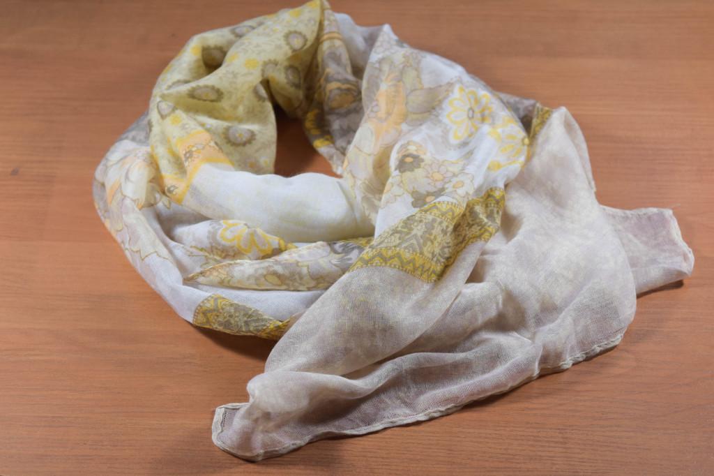 жълт дамски шал