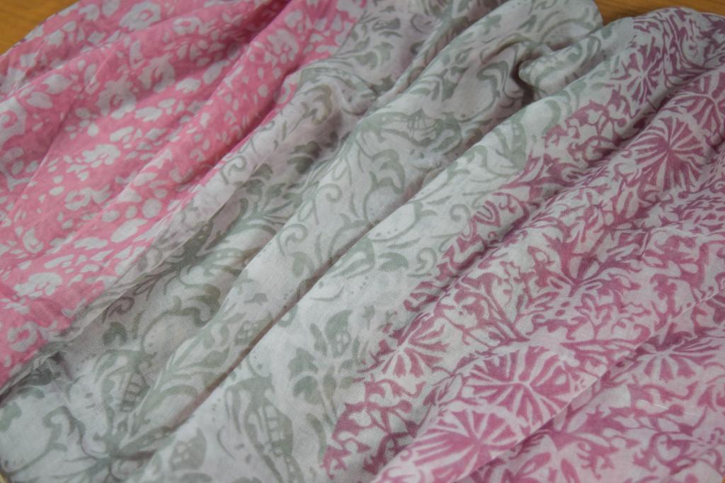 Дамски шал в лилаво