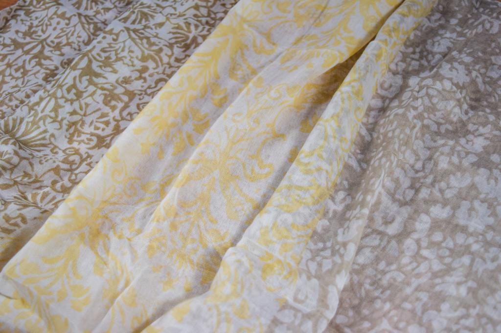 Дамски шал в жълто