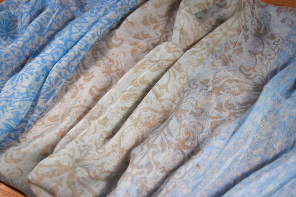 дамски шал в синьо