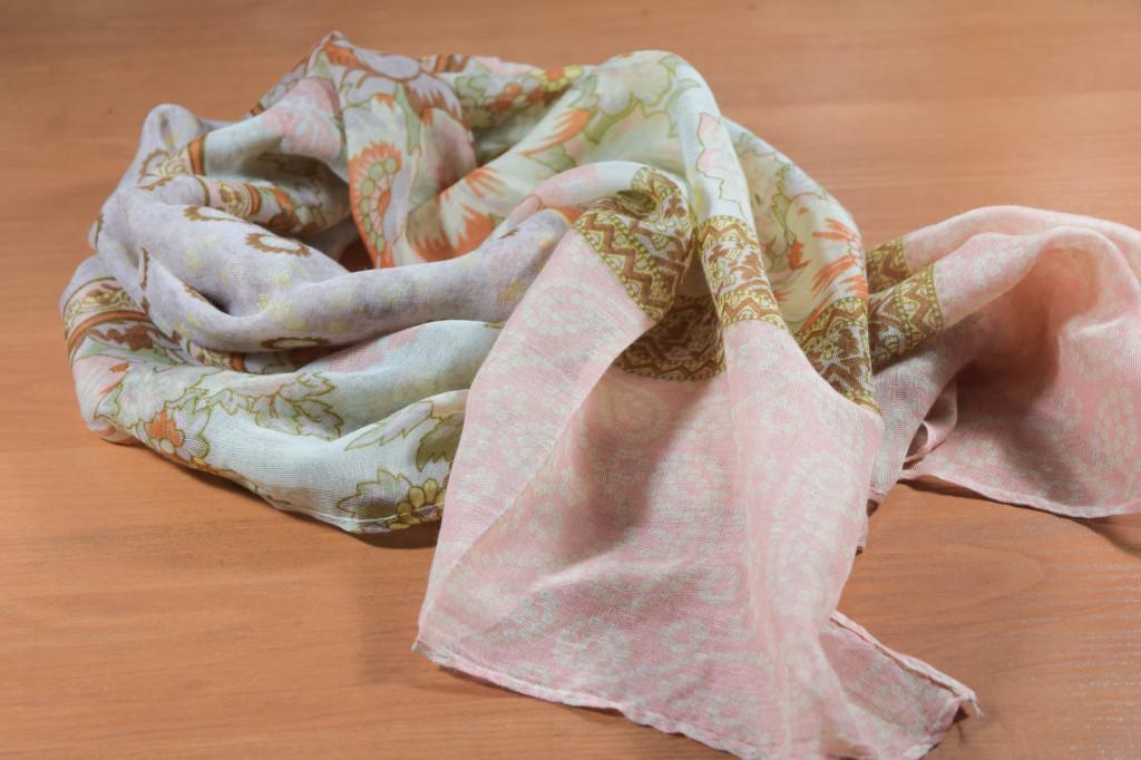 дамски шалове
