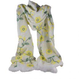 бял шал на цветя