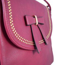 Малка дамска чанта за през рамо цвят бордо с дълга дръжка